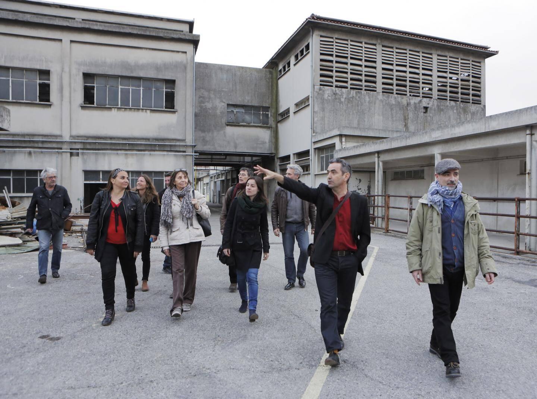 En mars 2015, les artistes de l'Entre-Pont visitent les lieux, avant les travaux. Au centre Frédéric Alemany.