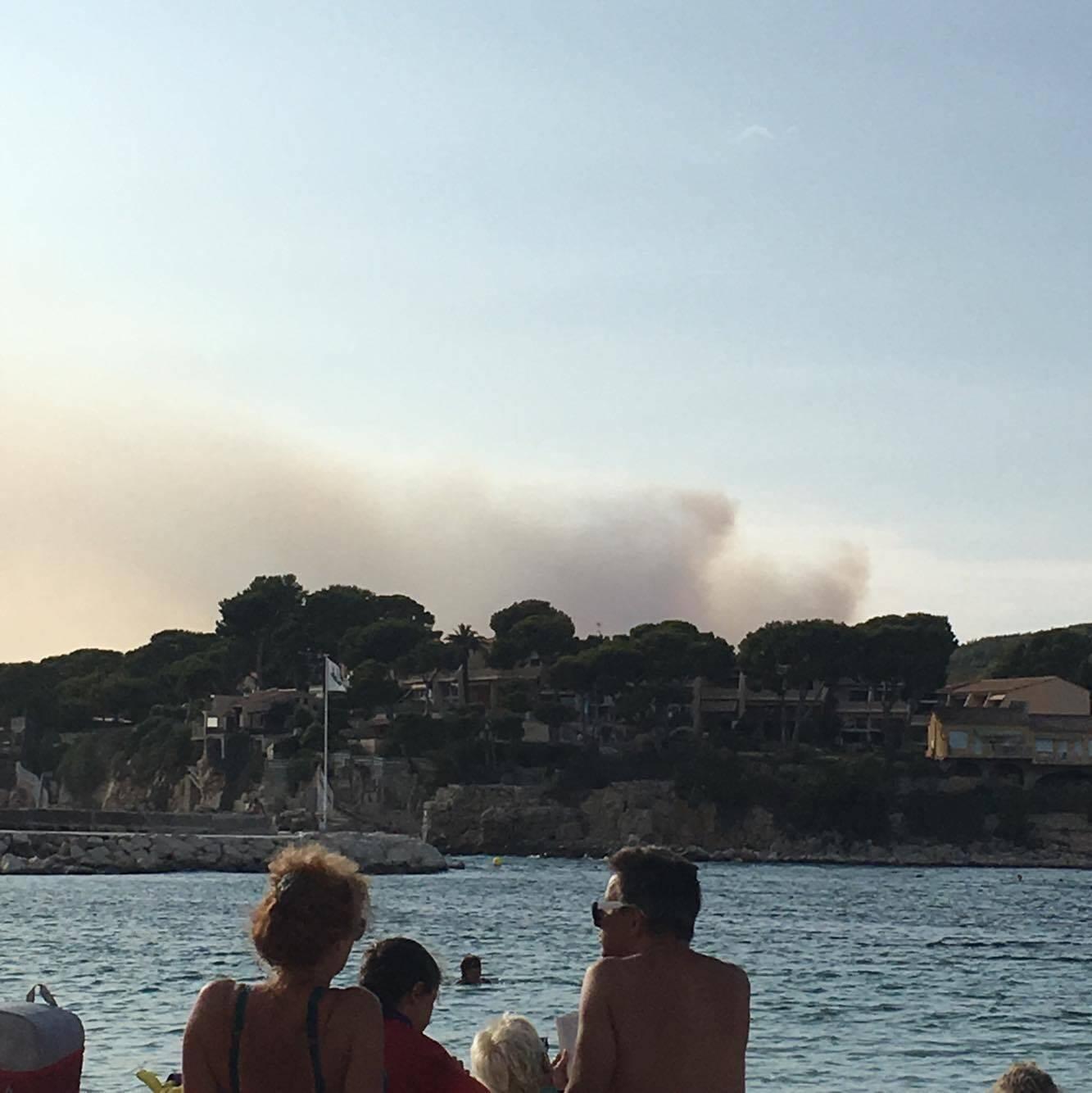 Le feu d'Aubagne vu de Bandol