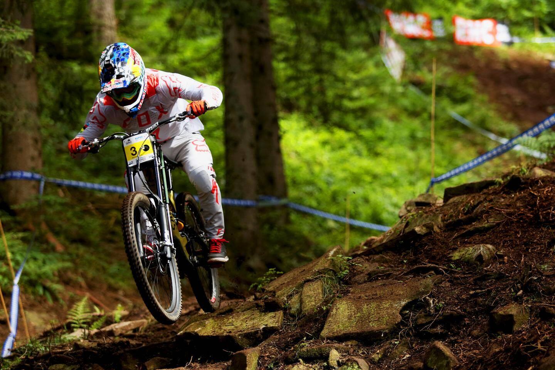 Loïc Bruni a décroché aux Carroz son quatrième titre de champion de France de descente élite.
