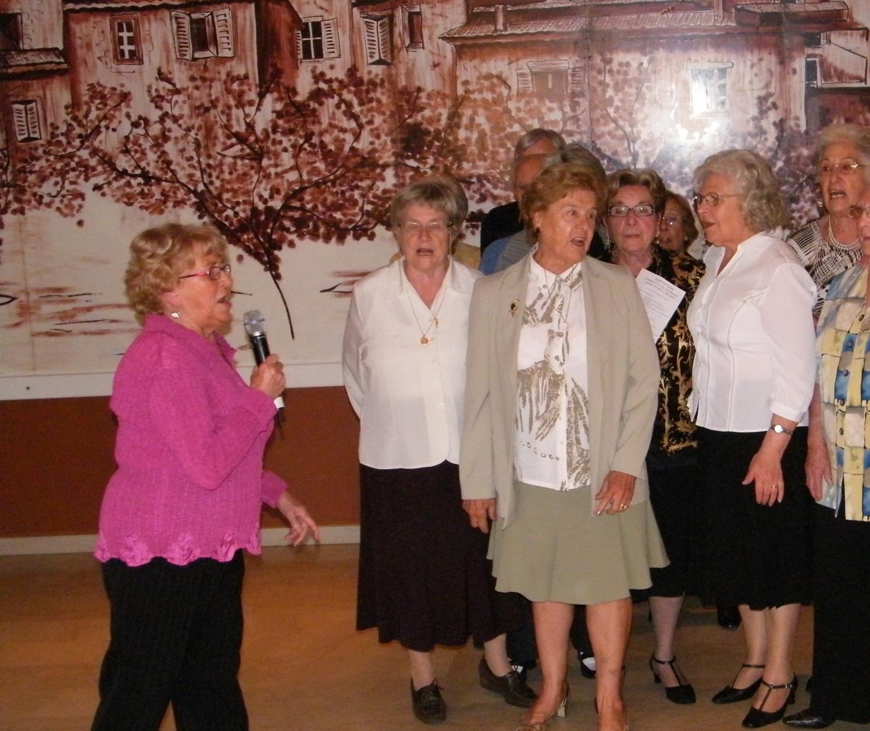 Colette Magny à longtemps été chef de chœur pour les seniors. Aujourd'hui, elle fait chanter les anges.