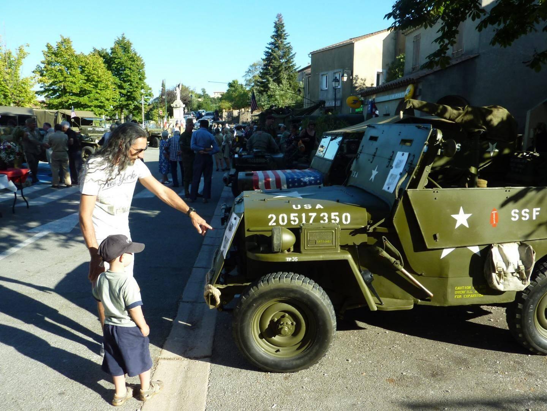 L'exposition d'une vingtaine de véhicules a attiré du monde et permet de transmettre le souvenir aux jeunes générations.