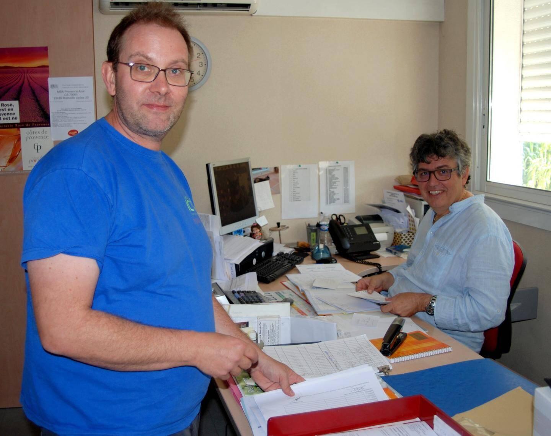 """Marc Jourdan (à droite) directeur de la coopérative, ici en compagnie de Sébastien Brunet, directeur technique de """"La Cadiérenne""""."""