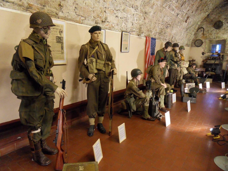 Costumes, équipements, armes et documents d'époque rappellent ce débarquement allié du mois d'août 1944 en Provence.