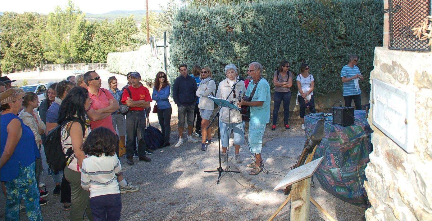 Les troubadours chantent les louanges de Saint-Etienne.