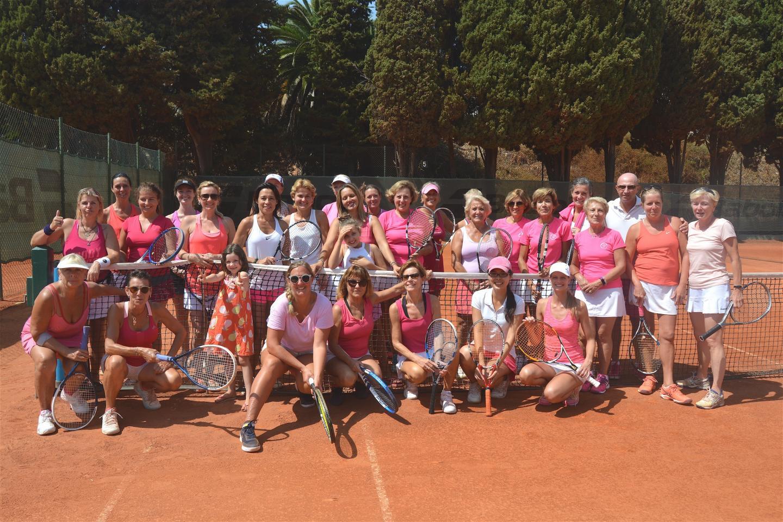 Une quarantaine de participantes, toutes vêtues de rose, et de la bonne humeur sur les courts du TC BeaulieuD. R.