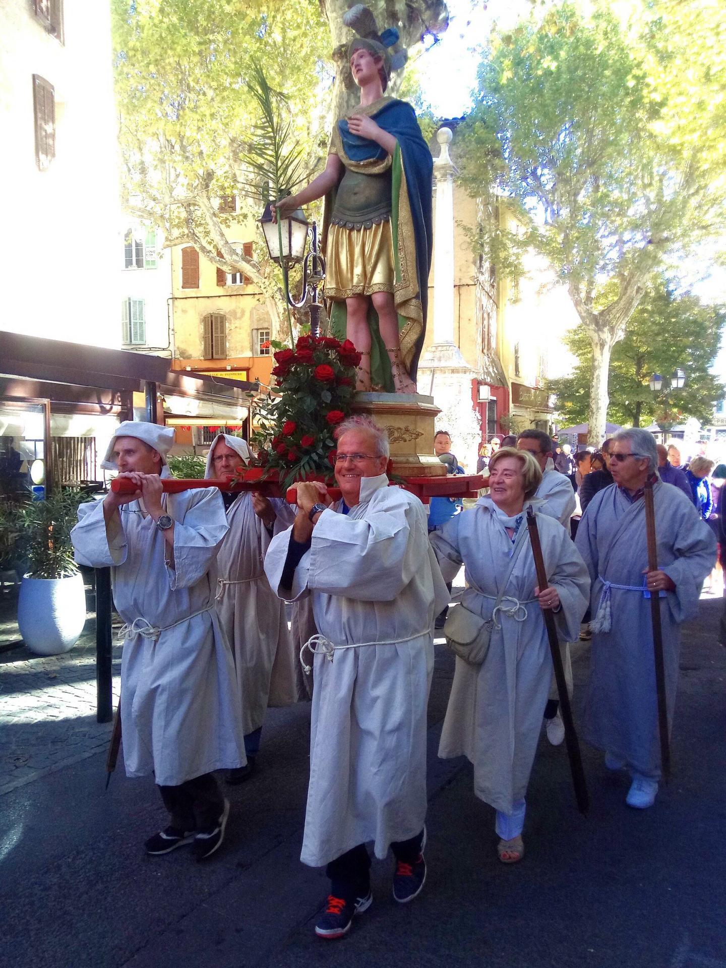 Lors de la procession du saint.