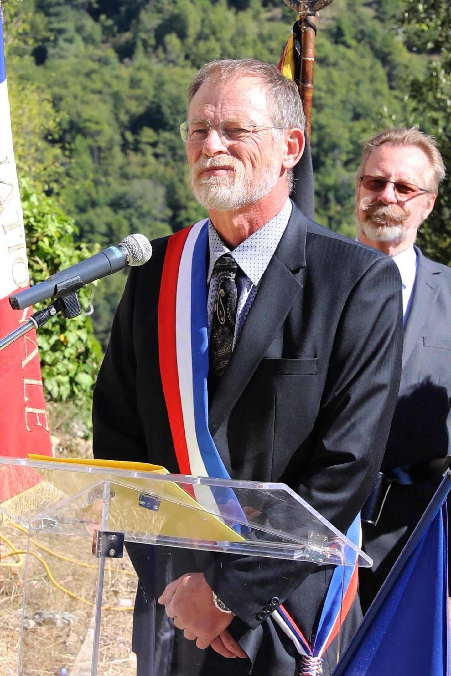 Sur l'ancien site d'implantation du village détruit, le maire Philippe Rion s'inquiétait pour l'avenir du Castillon d'aujourd'hui.