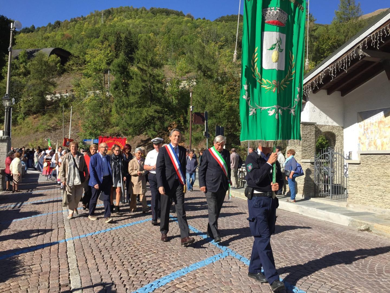 Xavier Beck et Angelo Fruttero, maires de Cap-d'Ail et de Limonen en tête du cortège des célébrations.
