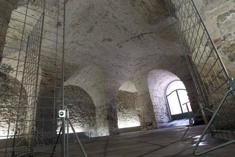 Cette élégante salle tout en voûtes tapissée de briques, datant du XVIIIe siècle a été mise au jour lors des fouilles.