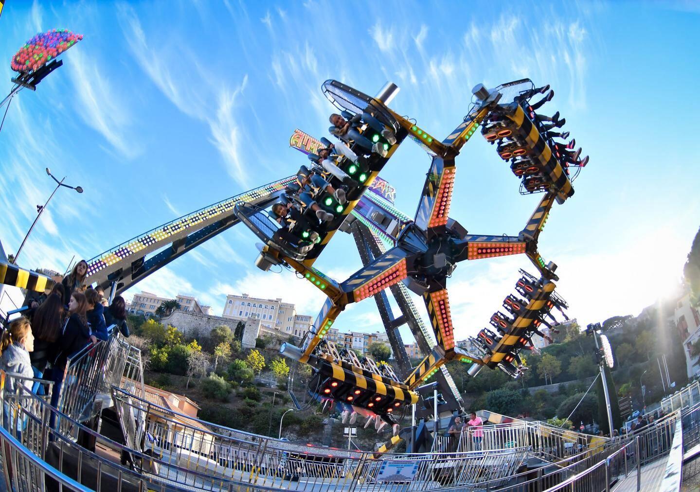 Le top 5 des attractions de la fête foraine Monaco 2017.