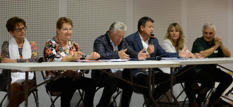 Claude Pianetti avec les membres du bureau de l'association.
