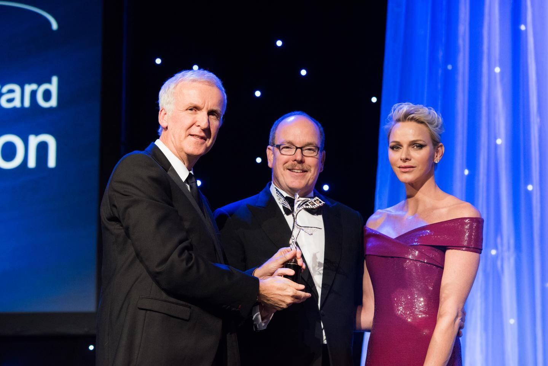Le prince Albert II et la princesse Charlène ont remis le prix Prince Rainier III à James Cameron.