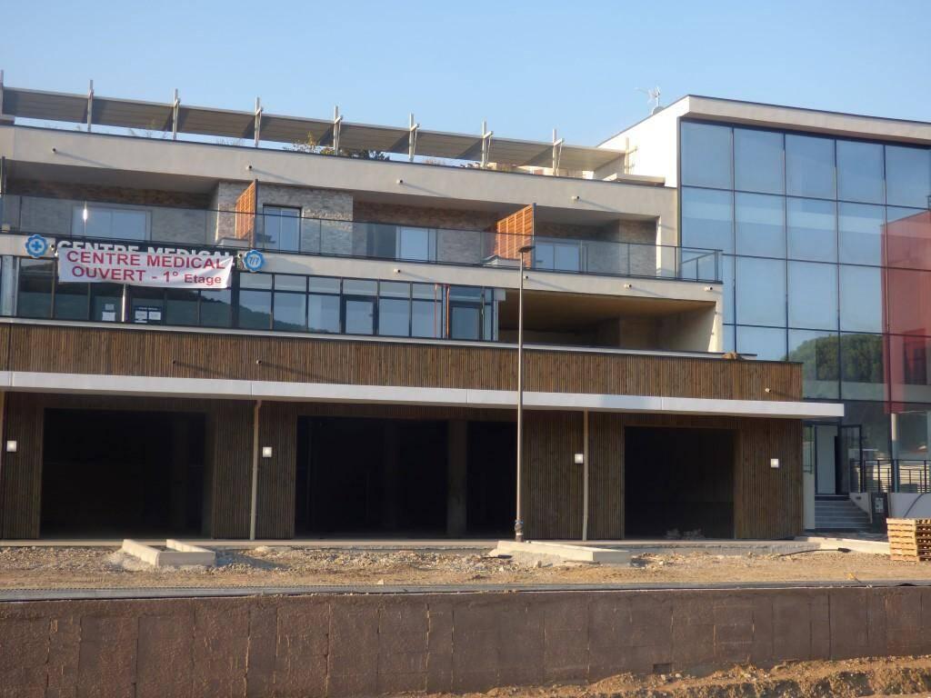 Le centre médical privé est ouvert aux Moulins avec 4 médecins.
