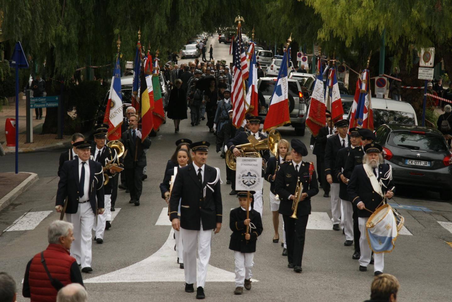 Un défilé fut organisé entre les Jardins Biovès et la place des Victoires.