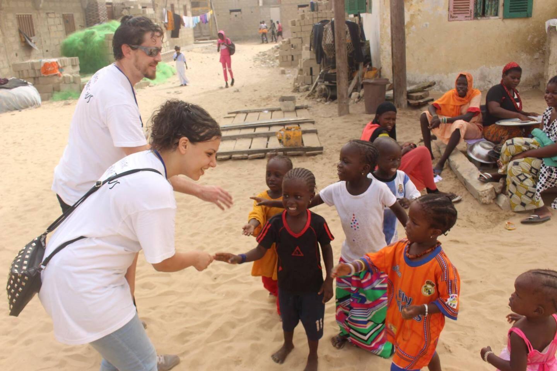 Lors des nombreuses distributions aux enfants de Saint-Louis (Sénégal).