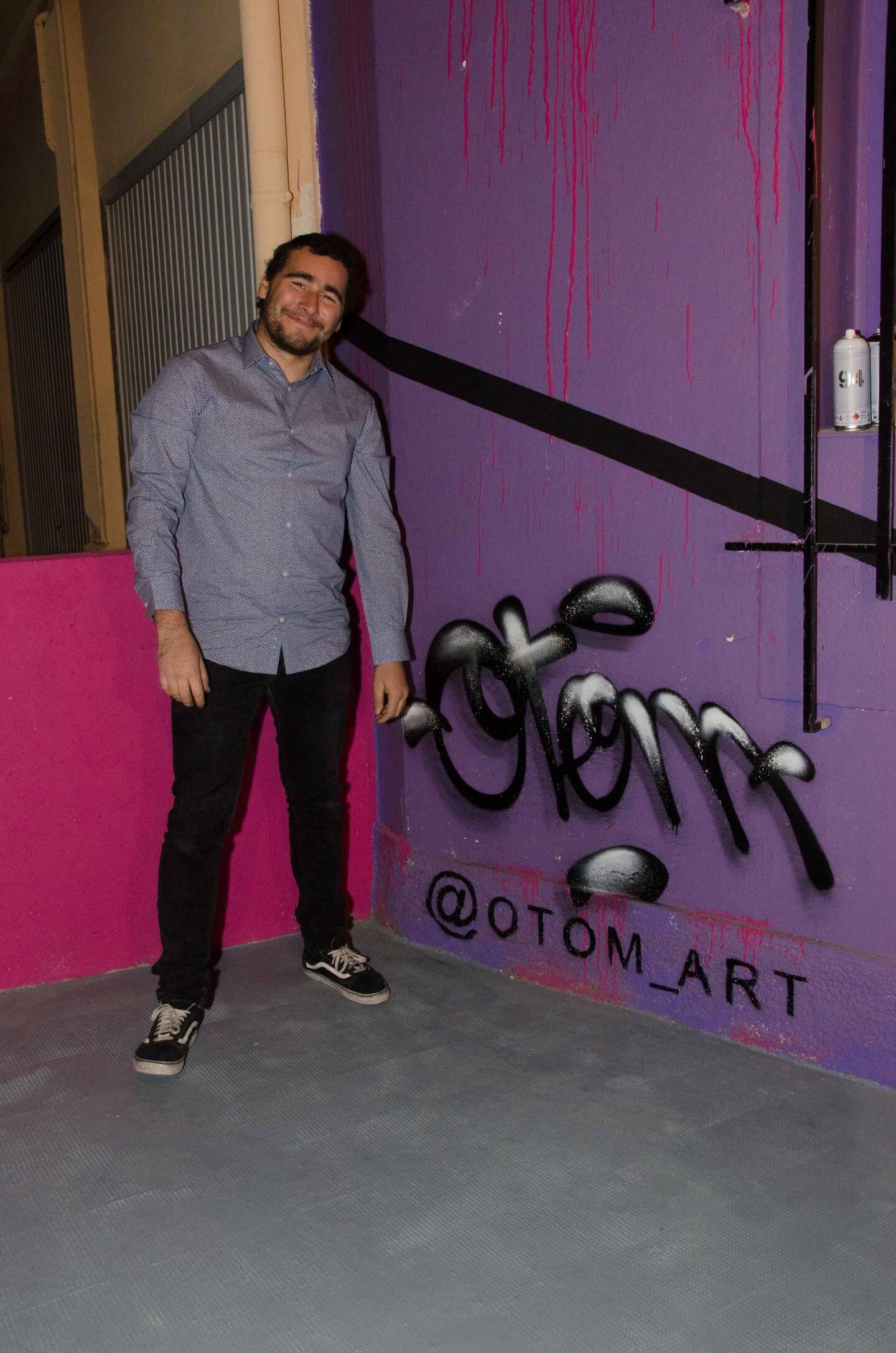Le graffeur « Otom » a réalisé l'impressionnante fresque qui orne la façade d'Unik Art.