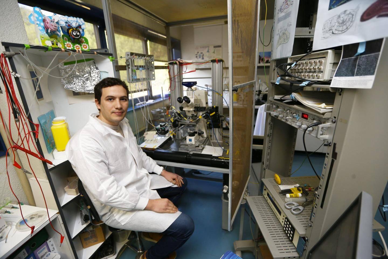 Aladdine Djillani, post-doctorant dans l'équipe de Catherine Heurteaux, travaille sur des molécules innovantes pour une application potentielle dans la dépression.