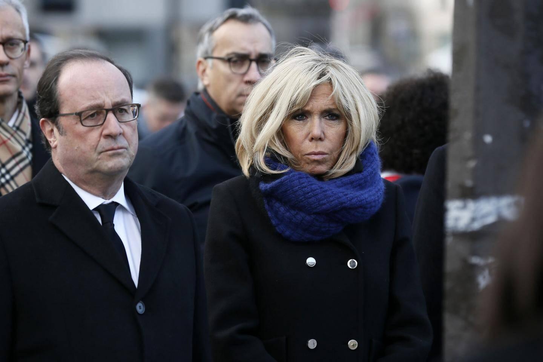 L'ancien président de la république Francois Hollande  et la première dame Brigitte Macron ont également assisté à la cérémonie.