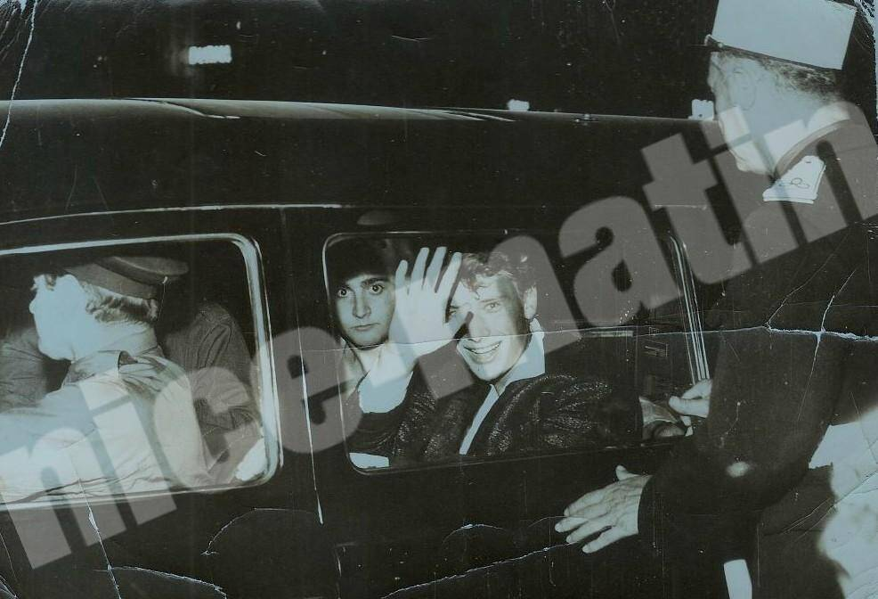 Michel Maiffret accompagnait souvent Johnny dans ses galas. Ici dans une voiture de police, à l'issue d'un concert au Théâtre de Verdure.