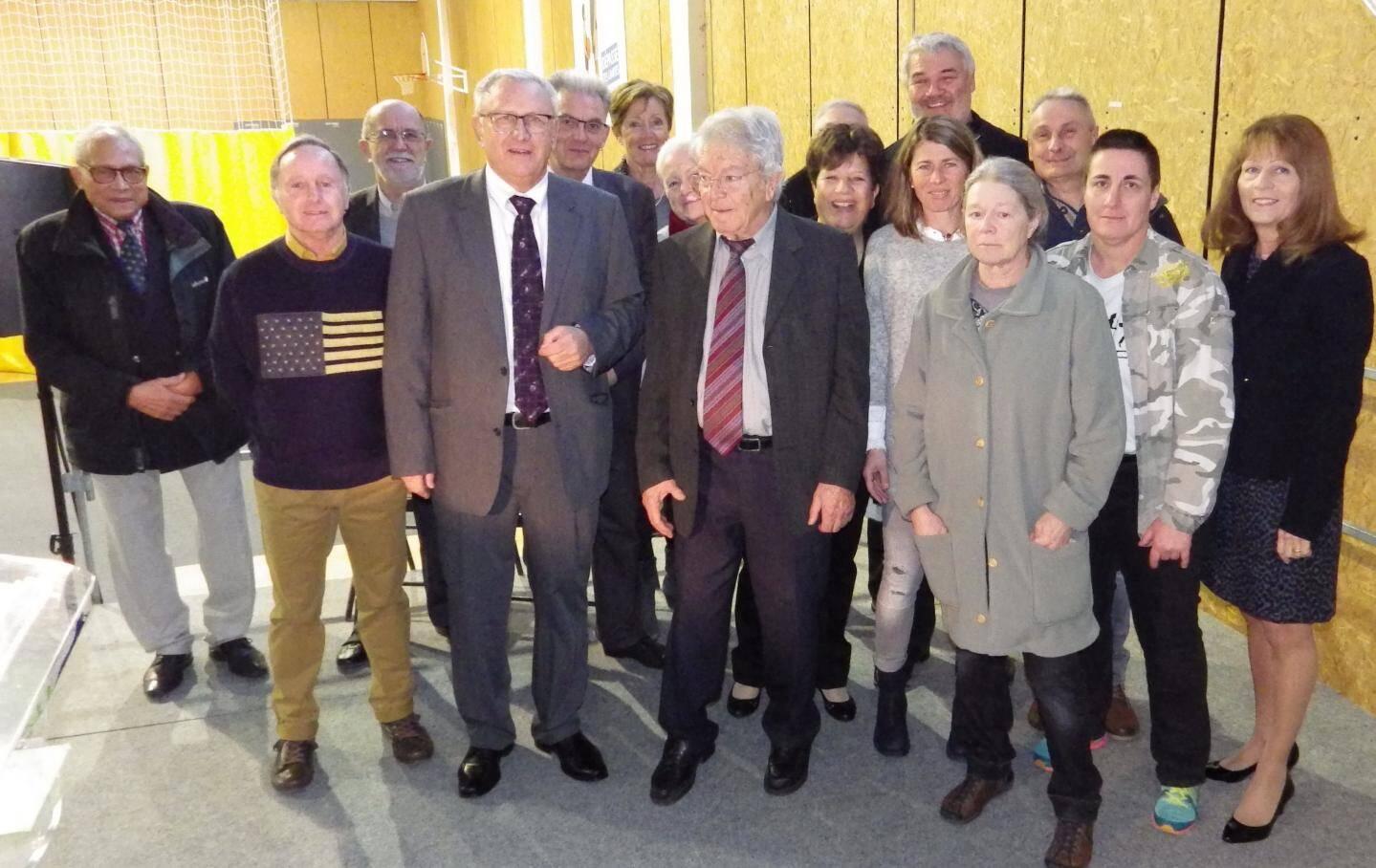 Le maire, Bernard Chilini entouré des membres de son conseil.