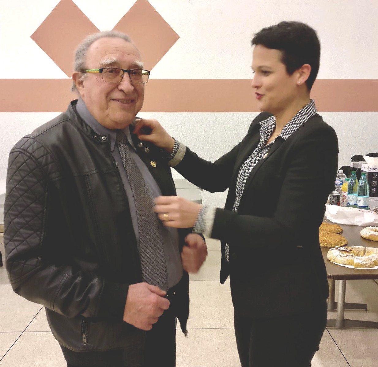 Marcel Caduc, past président, a été honoré du PHF (Paul Harris Fellow) par Floriane Cercio .