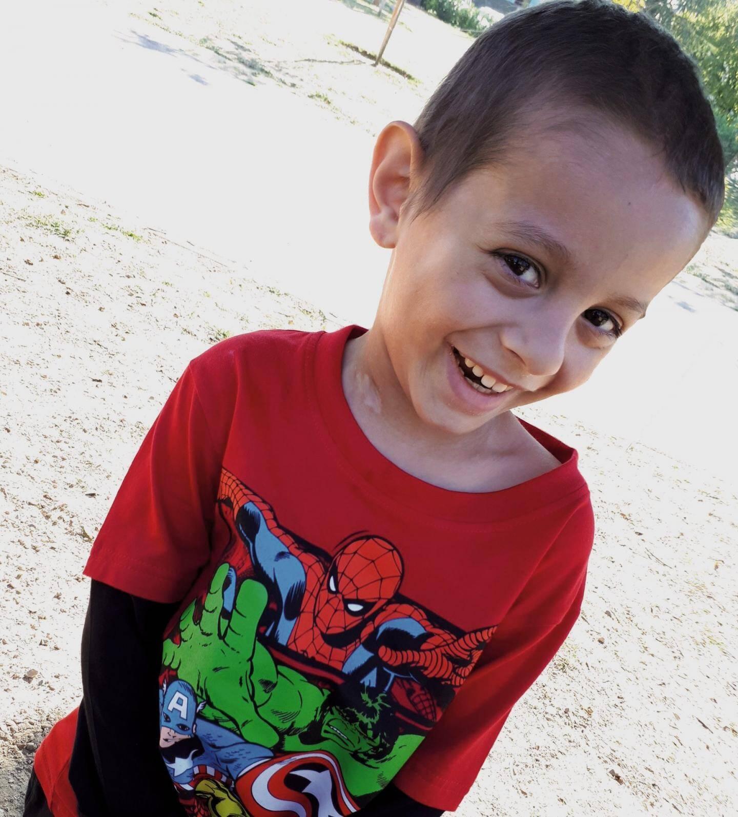 Evan (6 ans) est en classe de maternelle Montessori à Lorgues. Il livre, depuis plus d'un an, un combat contre un neuroblastome métastasé. Son rêve : voir les dauphins et des baleines dans leur milieu naturel.