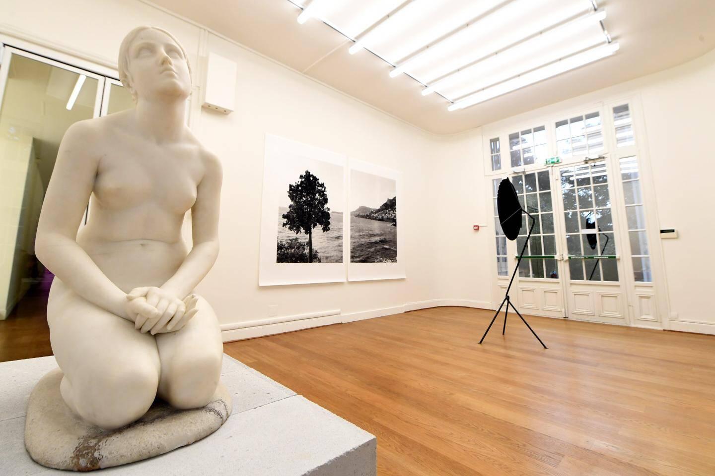 Cinq artistes occupent les lieux de la villa, comme ici le tandem Berger&Berger qui questionne l'espace  d'un musée et la façon de montrer une œuvre.