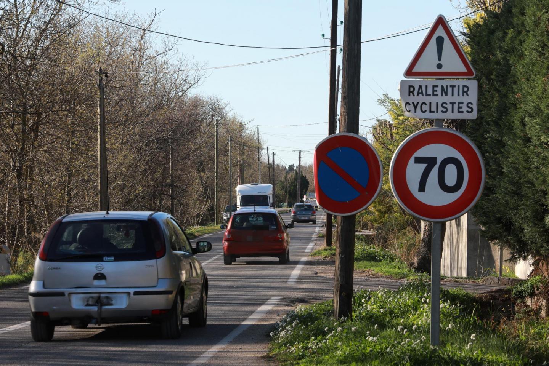 Fréquentée par de nombreux usagers, la route qui mène aux Salins est en attente d'aménagement.