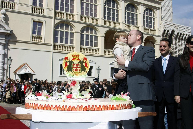 En 2008, le souverain avait invité 5.000 Monégasques place du Palais pour ses 50 ans.