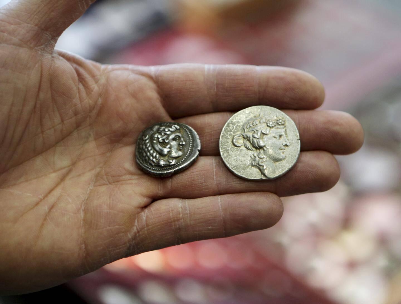 Deux pièces grecques, des tetradrachmes datant d'environ 300 avant J.-C.