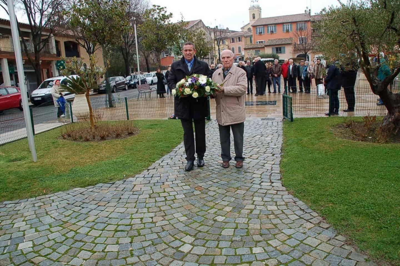 La gerbe du Cercle a été déposée par le président Fabien Baudino et le président d'honneur Michel Scarron.