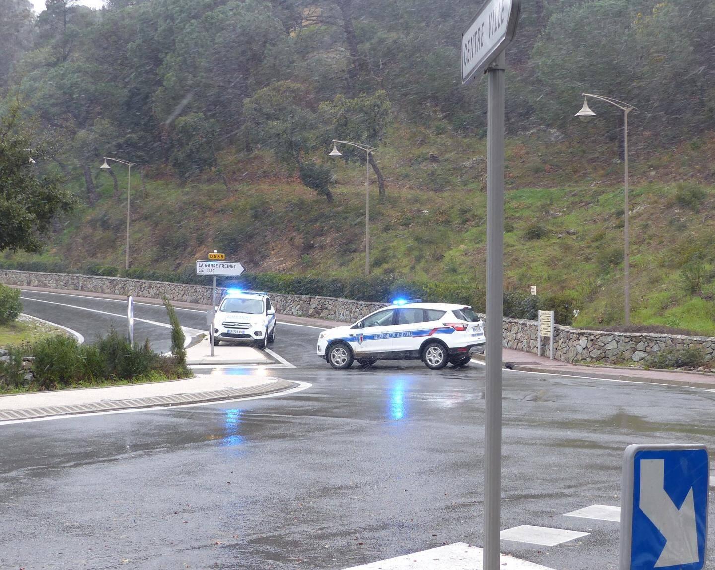 La route est bloquée dès Grimaud pour les véhicules non équipés.
