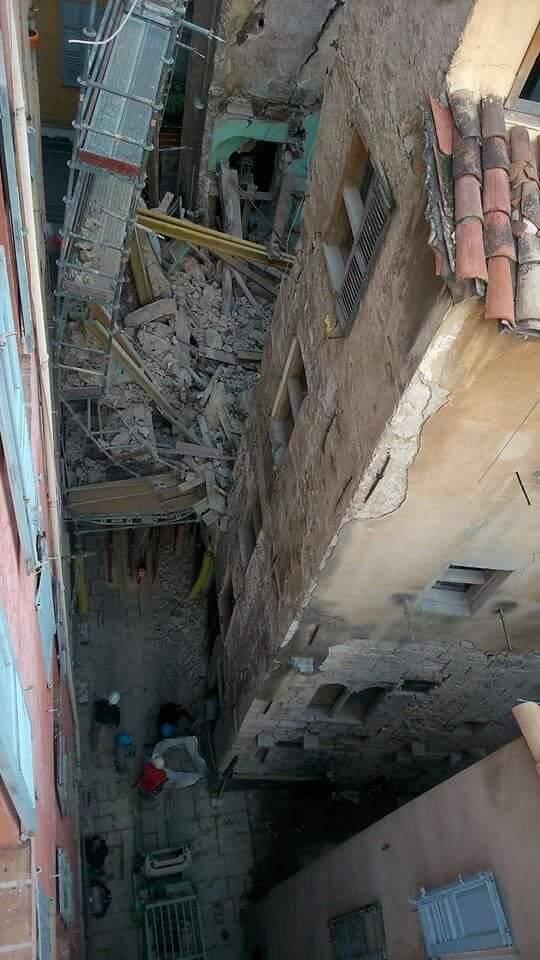 On voit la colonne sur cette photo prise en novembre 2015 lors de l'effondrement de Mougins-Roquefort.