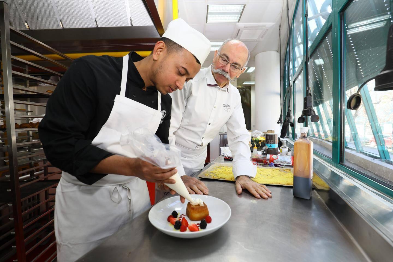 Le chef Christian Morisset et son apprenti Ariful : un talent venu de loin.