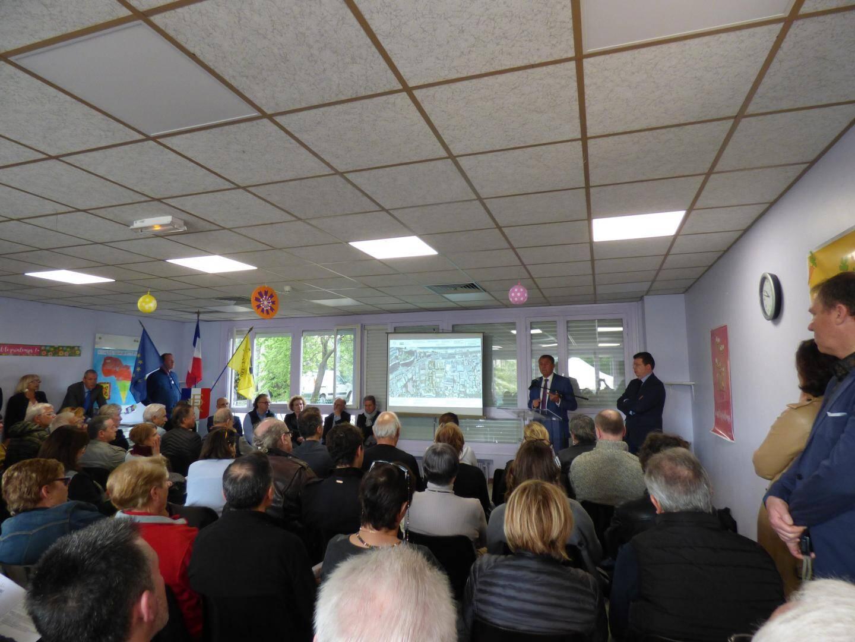 « Votre vie sera meilleure et votre bien immobilier prendra de la valeur », a assuré le maire devant une centaine de Villeneuvois.