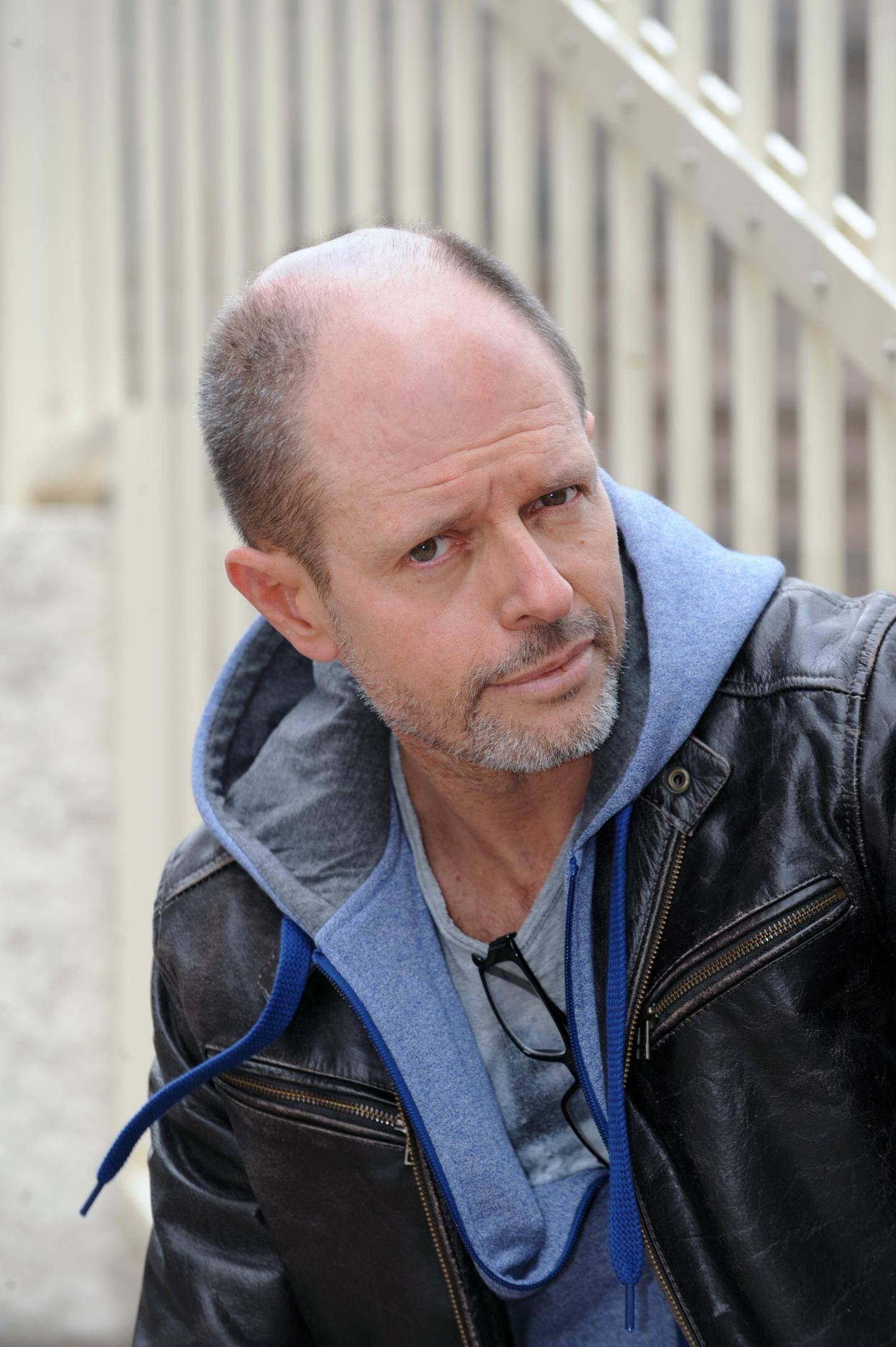 Bernard Minier est passé de douanier à écrivain il y a sept ans.