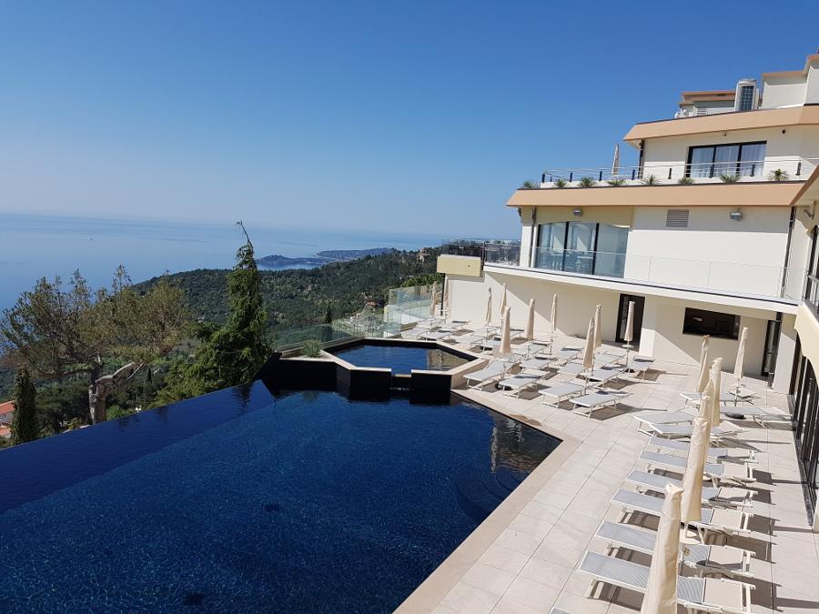 La piscine extérieure des « Terrasses d'Èze ».(DR)