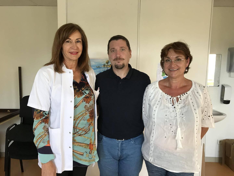 De gauche à droite : le Dr Ghislaine Garcia, Olivier un patient ressource et le Dr Isabelle Pourrat.