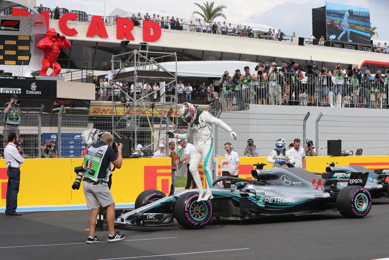 Lewis Hamilton « recherche toujours la perfection ». Hier il n'était pas loin de voler sur la piste du circuit Paul-Ricard lors des essais qualificatifs. Résultat : une 75e pole position en carrière, devant son coéquipier Valtteri Bottas et l'Allemand Sebastian Vettel (ci-dessous).