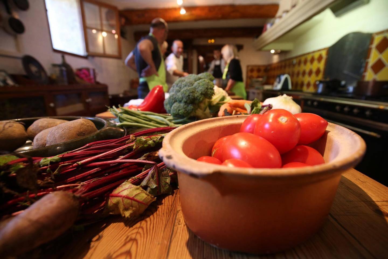 La majorité des légumes incorporés dans les recettes de l'atelier cuisine viennent d'être cueillis dans le potager de la Bastide des saveurs…