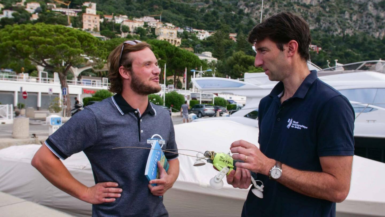 Olivier Brunel à droite, chef du service aquarium, et Fabien Vachée à gauche, gérant d'une société spécialisée dans le traitement de l'eau à bord des bateaux.