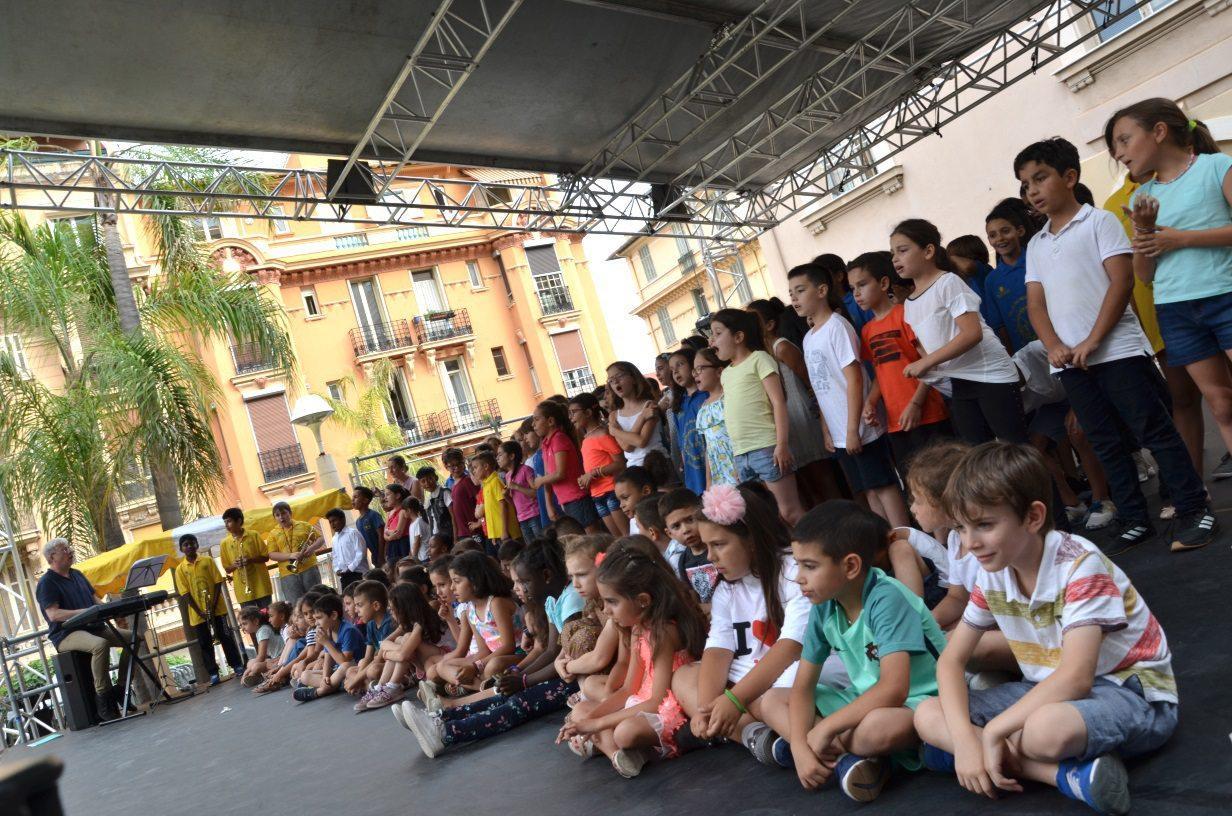 Tous les élèves se sont retrouvés sur scène pour un beau final, un concert de chants.