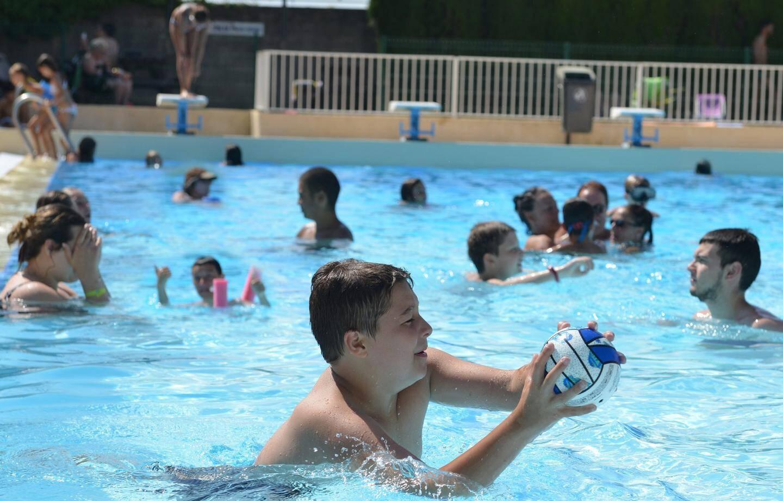 La piscine est ouverte du lundi au dimanche pendant l'été.