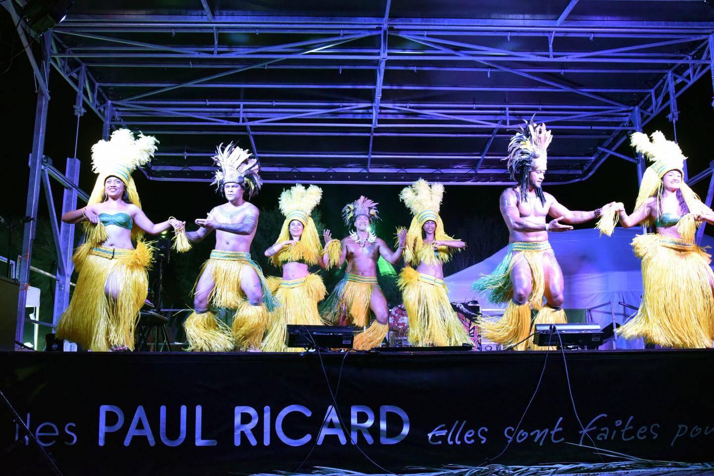 Les danseuses de l'association Reva i Tahiti accueillaient les touristes.