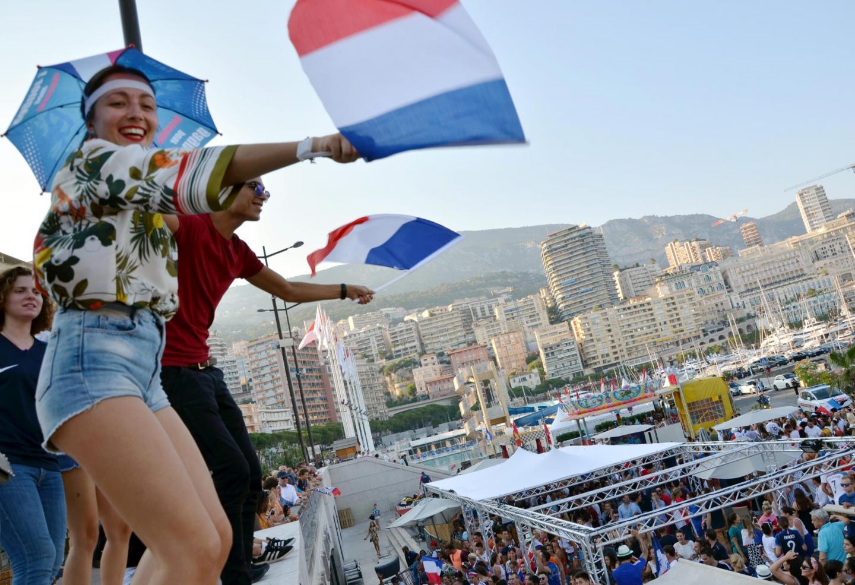 Agence de Moanco.Victoire 4 à 2 de la France contre la Croatie en coupe du monde de football.Ambiance à Monaco Bar et sur le port de Monaco.