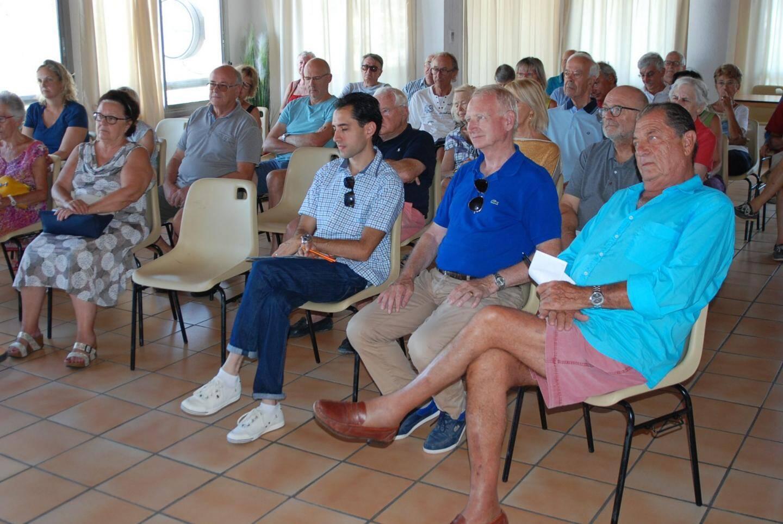 Les participants ont posé de nombreuses questions concernant la vie du quartier.
