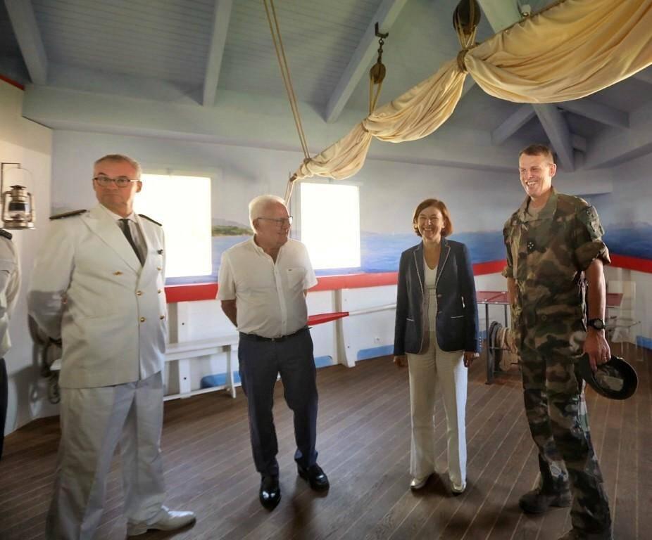 La ministre des Armées a été reçu par le préfet du Var Jean-Luc Videlaine (à gauche) et le maire d'Hyères Jean-Pierre Giran.