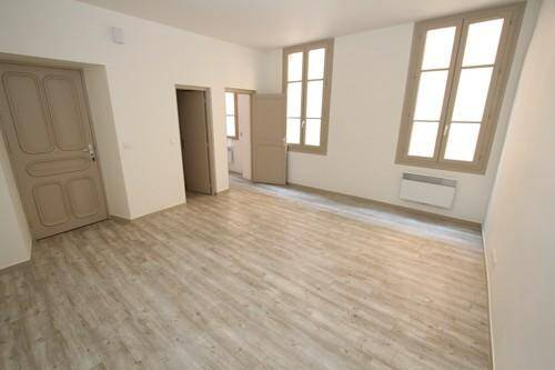 L'appartement est situé au deuxième, sans ascenseur.