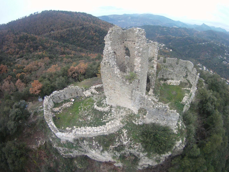 Le château du XIIIesiècle à Saint-Blaise.
