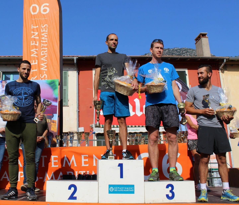 Le Gorbarin Noé Tonelli (à gauche sur la photo) se classe 4e sur le 16 km.